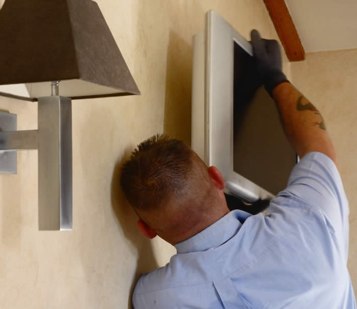Fitting plasma tvs, Plasma installation, aerial installation, UK